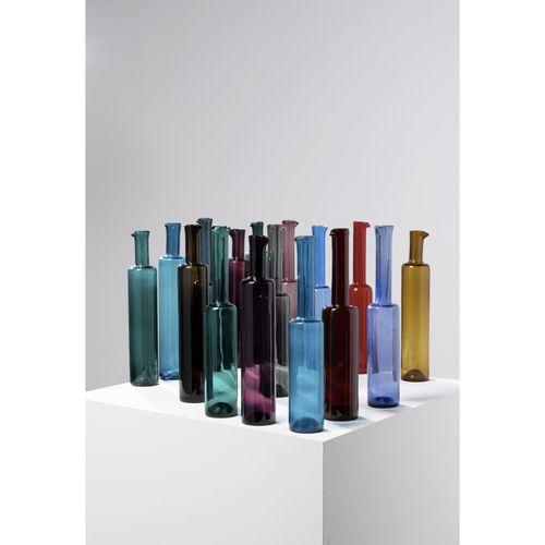 Nanny Still (1926 2009)  Ensemble de seize bouteilles  Verre teinté  Édition Rih…