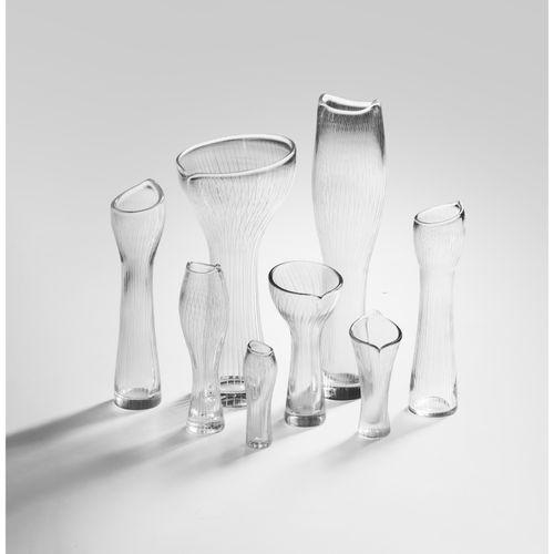 Tapio Wirkkala (1915 1985)  Kantarelli  Ensemble de huit vases  Verre filigranné…