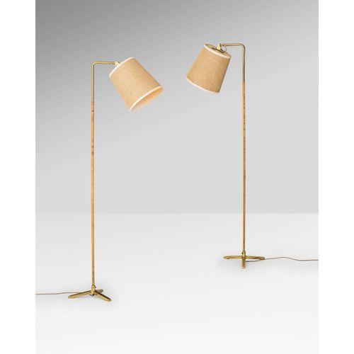 Paavo Tynell (1890 1973)  Modèle n°9631  Paire de lampadaires  Laiton, rotin et …
