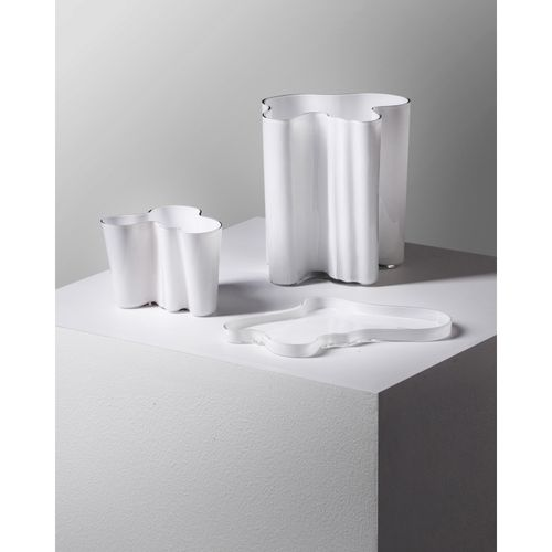 Alvar Aalto (1898 1976)  'Eskimoerindens' et 'Savoy'  Ensemble de deux vases et …