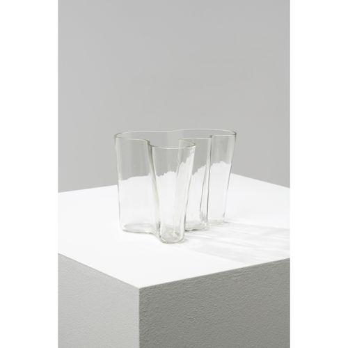 Alvar Aalto (1898 1976)  Vase  Verre  Signé 'Alvar Aalto' et inscrit '3050'  Mod…