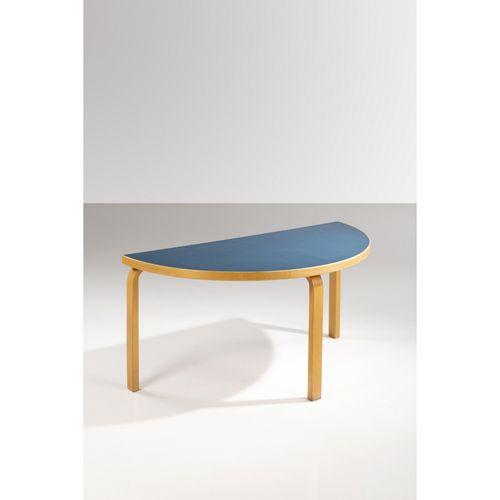 Alvar Aalto (1898 1976)  Modèle n°95  Table basse  Bouleau laminé et linoléum  É…