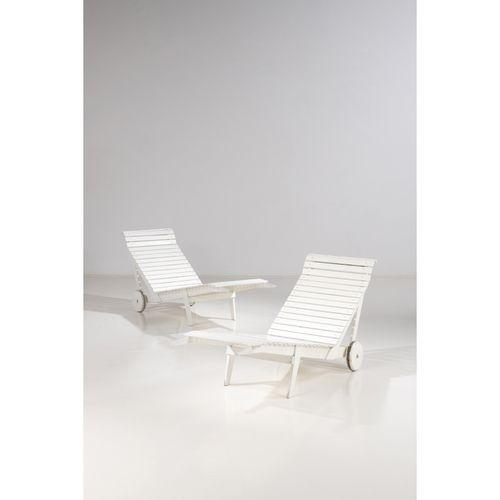 Alvar Aalto (1898 1976)  Paire de chaises longues  Bois peint  Édition Artek  Mo…