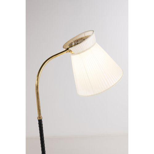 Lisa Johansson Pape (1907 1989)  Modèle n°2063  Lampadaire  Laiton, cuir et text…