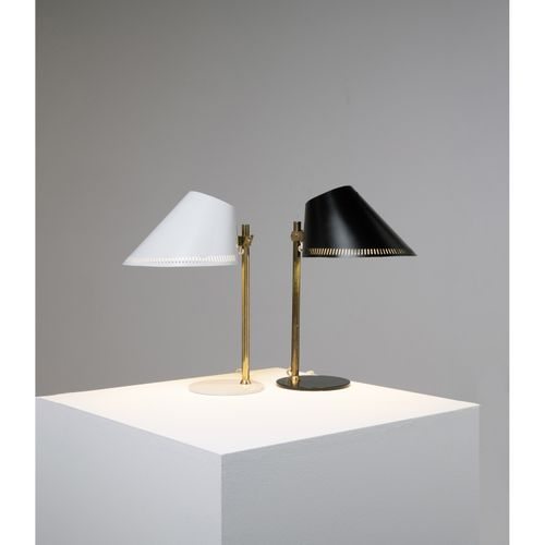 Paavo Tynell (1890 1973)  Modèle n°9227  Paire de lampes de table  Métal et lait…