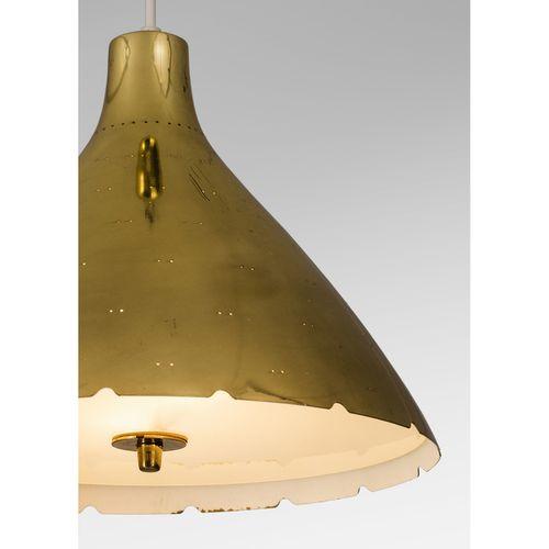 Paavo Tynell (1890 1973)  Modèle n°J1982N  Paire de suspensions  Laiton et verre…