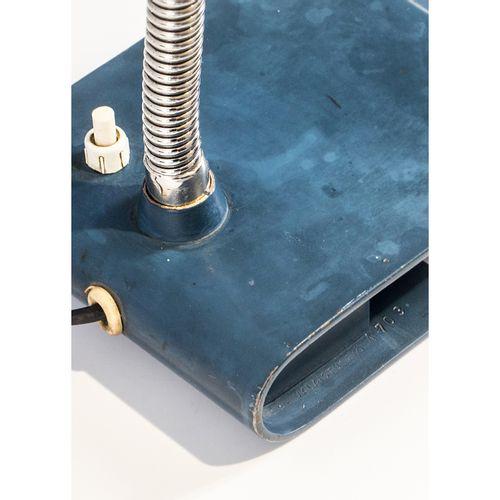 Alvar Aalto (1898 1976)  Modèle n°A703  Lampe de table  Métal laqué et acier  Éd…