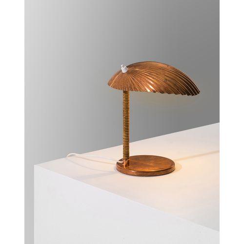 Paavo Tynell (1890 1973)  Modèle n°5321 dit 'Shell'  Lampe de table  Cuivre et r…