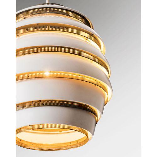 Alvar Aalto (1898 1976)  Modèle n°A332 dit 'Beehive'  Paire de suspensions  Méta…