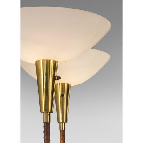 Lisa Johansson Pape (1907 1989)  Modèle n°30 077  Paire de lampadaires  Laiton, …