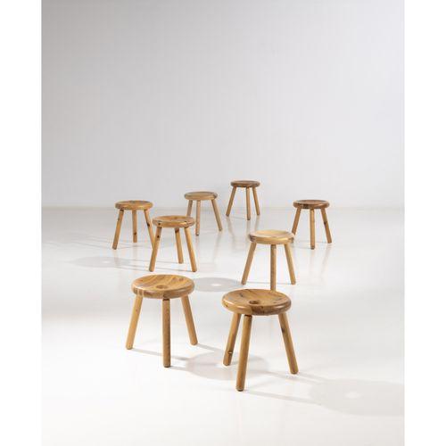 Bertel Gardberg (1916 2007)  Suite de huit tabourets  Pin et teck  Édition Norma…