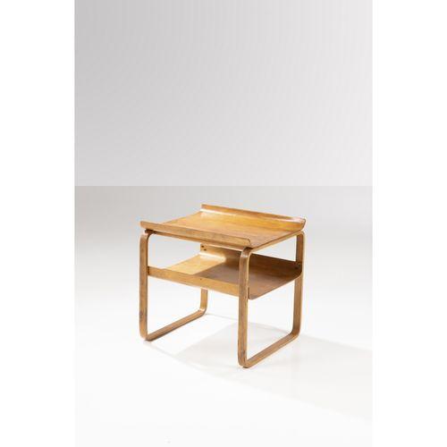 Alvar Aalto (1898 1976)  Modèle n°915 dit 'Paimio'  Table d'appoint  Bouleau et …