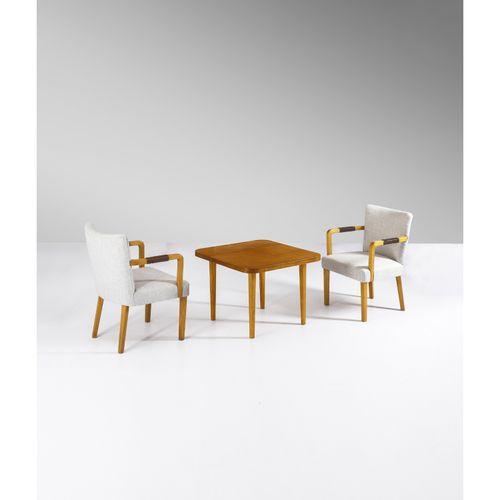 Aino Aalto (1894 1949)  Ensemble d'une table et une paire de fauteuils  Bouleau,…