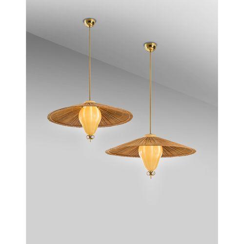 Paavo Tynell (1890 1973)  Modèle n°1090  Paire de suspensions  Laiton, verre fil…