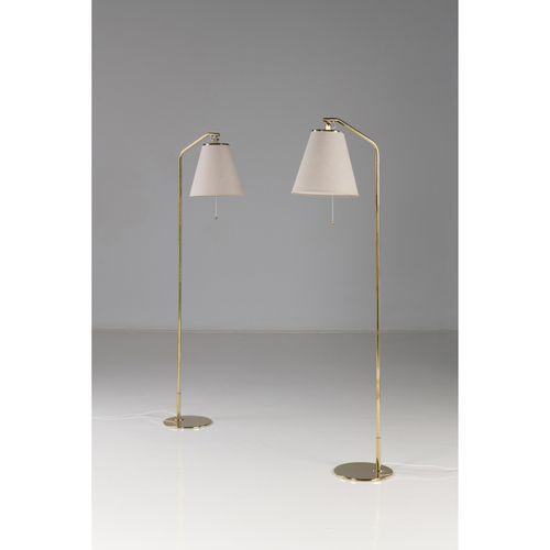 Paavo Tynell (1890 1973)  Modèle n°9613  Paire de lampadaires  Laiton et textile…