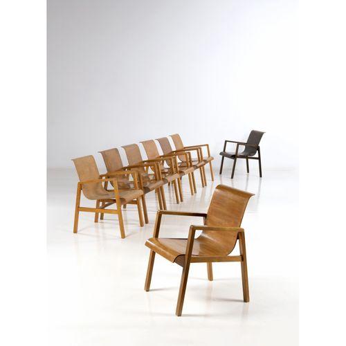 Alvar Aalto (1898 1976)  Modèle n°51/40 dit 'Hallway'  Ensemble de huit chaises …