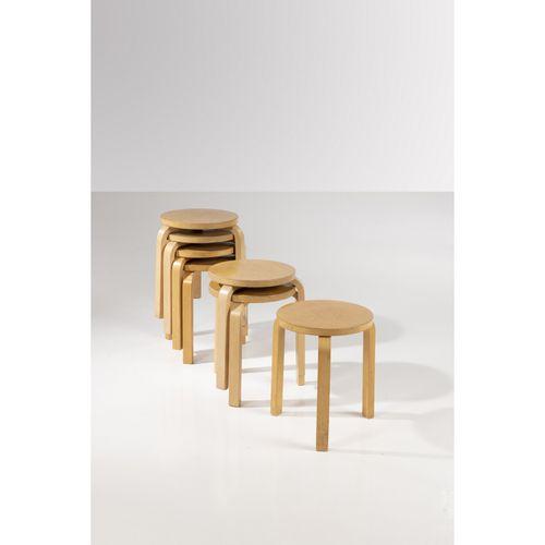 Alvar Aalto (1898 1976)  Modèle n°E60  Suite de sept tabourets  Bouleau laminé  …