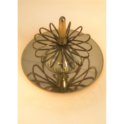 Paavo Tynell (1890 1973)  Modèle n°9211  Lampe de table  Laiton et verre  Éditio…