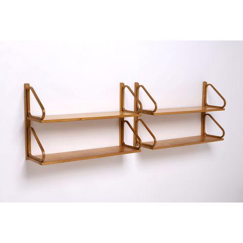 Alvar Aalto (1898 1976)  Modèle n°112  Paire d'étagères murales doubles  Bouleau…