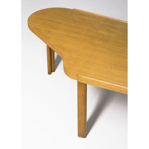 Alvar Aalto (1898 1976)  Table basse Prototype pour la Maison Carrée  Bouleau  M…