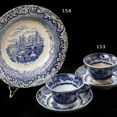 Two cups with plates Lot consists of two cups, with their plates, in fine china …
