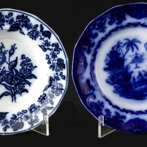 Lote de dos platos Sargadelos azules diferentes dec Lot consists of two dishes i…