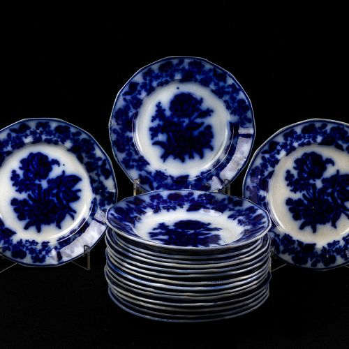 Set of 17 plates Sargadelos stamped blue 1 det Lot consists of 17 plates in fine…