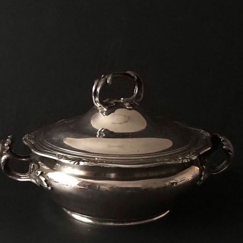 PUIFORCAT, silver covered vegetable dish 950°/°° with foliated outline and rock …