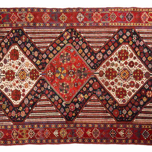 Original et beau tapis KASHGAÏ (Perse), fin du 19e siècle  Dimensions : 228 x 13…