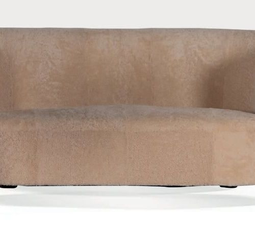 TRAVAIL SCANDINAVE Sofa Wood, sheepskin 69 x 171 x 80 cm. Circa 1955