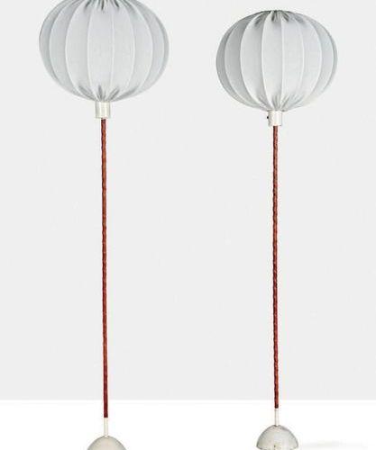 Hans Agne JAKOBSSON (1919 2009) Paire de lampadaires Cuir, tissu, métal Estampil…