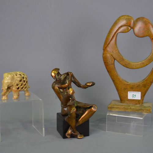 3 sculptures in bronze, marble (signed Elton) and stone.