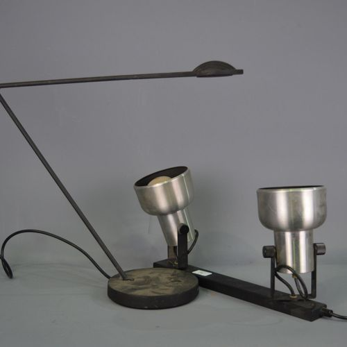 2 lamps.