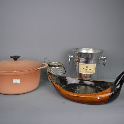 Varia: Cast iron casserole, champagne bucket + wooden fruit holder in the shape …
