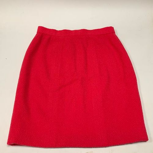 CHANEL Boutique  Straight skirt in raspberry wool  Size 38 approximately