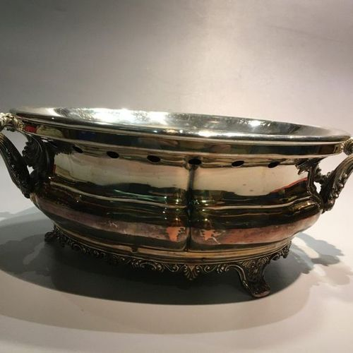Silver plated metal dish warmer with rocaille decoration, Gandais / Palais Royal…