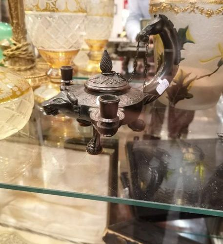 Bronze inkwell with dragon decoration.