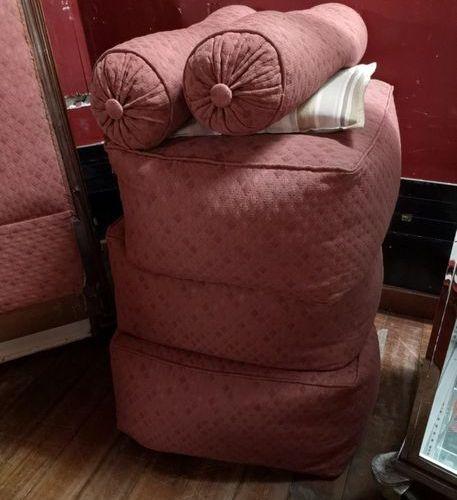 Lit canapé en bois teinté.  Style Louis XVI.