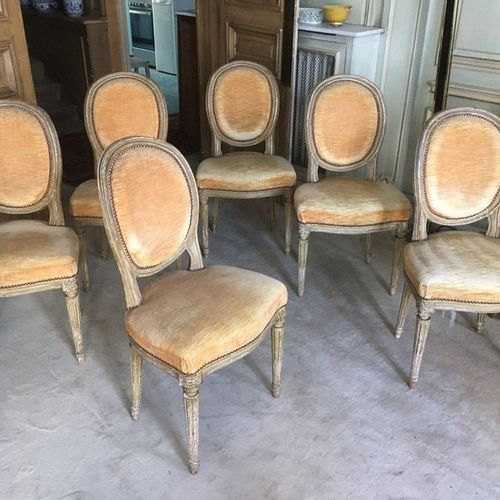 Suite of six lacquered wooden chairs with medallion backrest, tapered and fluted…