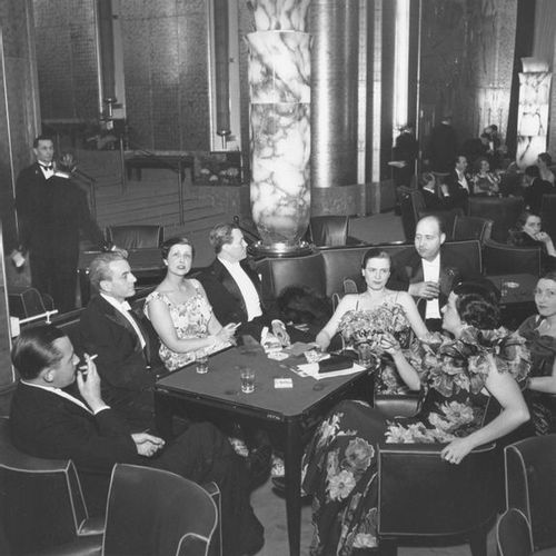 Roger SCHALL (1904 1995) Les passagers dans le salon de 1ère classe, Océan Atlan…