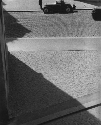Roger SCHALL (1904 1995) La rue pavée, Paris, ca.1929  Photographie, tirage arge…