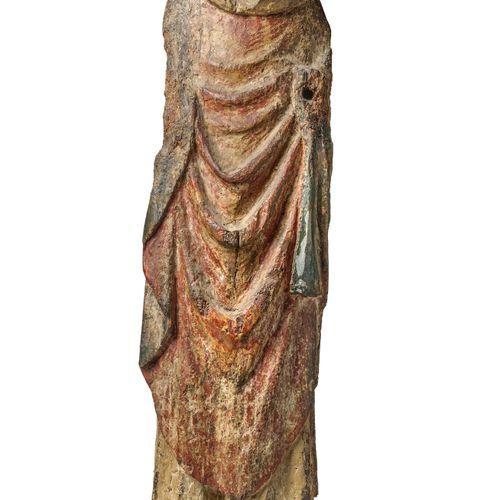 Saint Evêque  Statue en bois polychromé, coiffé d'une mitre basse, vêtu d'une ch…