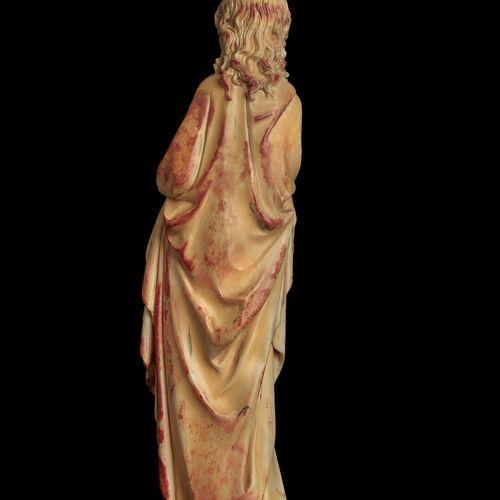 Sainte Catherine d'Alexandrie  En ivoire sculpté en ronde bosse, le pied droit e…