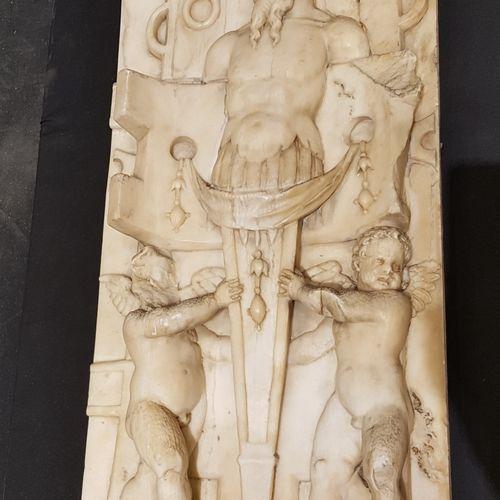 Importante paire de hauts reliefs de marbre présentant un couple de termes canép…