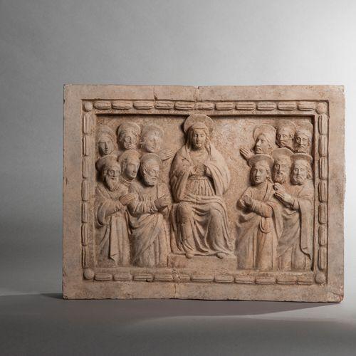 La Pentecôte  Bas relief de terre cuite claire, La Vierge assise entourée des do…