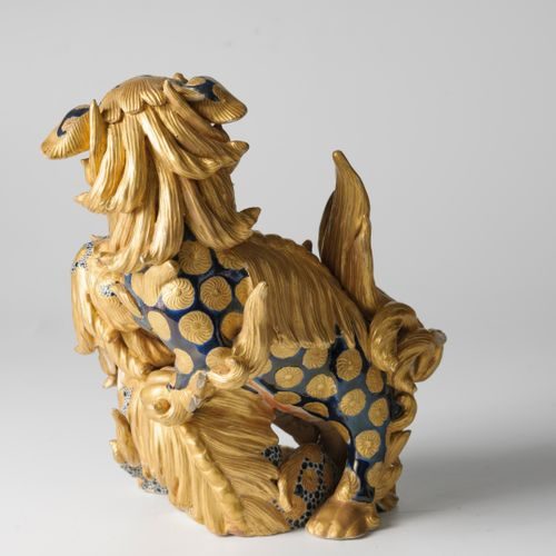 Groupe en porcelaine de Satsuma  figurant deux chimères.  Japon, vers 1900.  Hau…