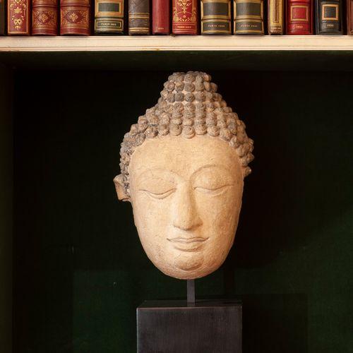 Tête de Bouddha en stuc, la chevelure teintée de noir.  Art de Thaïlande, Sukhot…