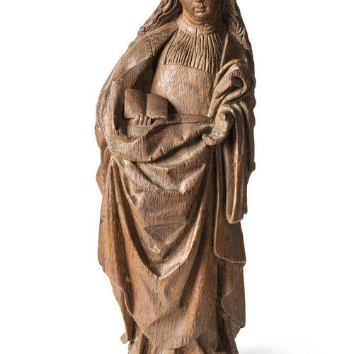Sainte en chêne sculpté.  Haut. : 45 cm  (manques)