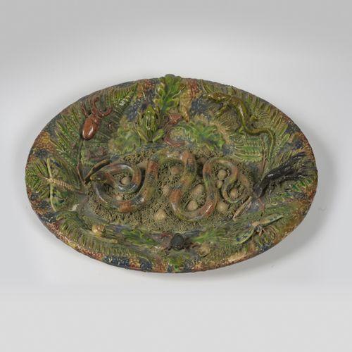 PALISSY bernard, suiveur de  Plat ovale à décor de végétaux et crustacés d'après…