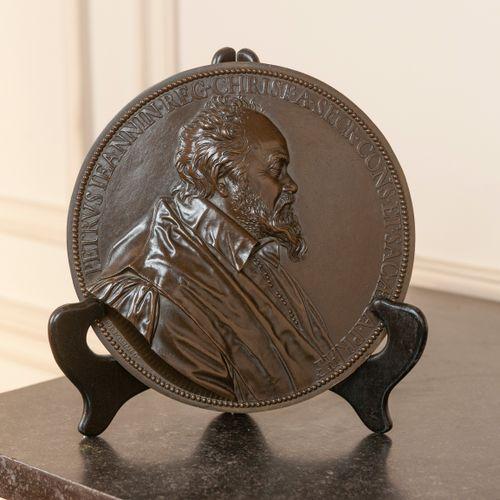 D'après Guillaume DUPRE  Profil de Pierre Jeanin  Médaillon en bronze.  Diam. : …